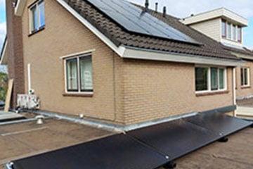 Zonnepanelen op dakterras